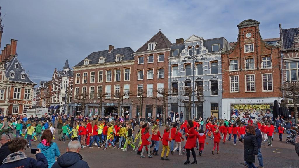 Koorschool St. Bavo verrast Haarlem met flashmob