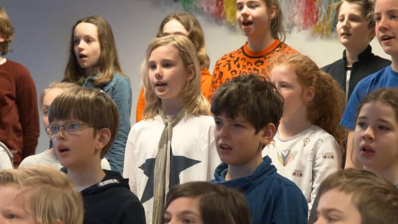 Kinderen maken film om reclame te maken voor de Koorschool